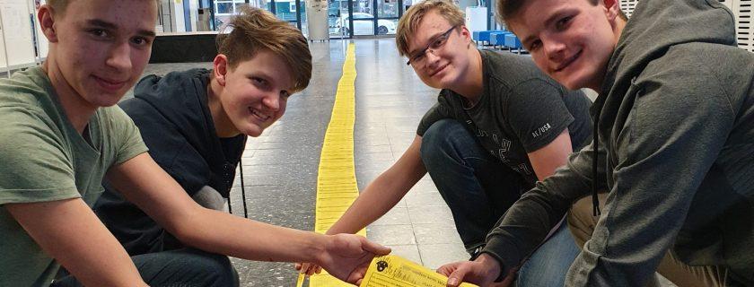 Unterschriften übergeben – Schüler fordern neue Sporthalle